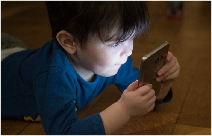 How to Stop our Children from Abusing Technology - Technology Affect Children's Mental Health
